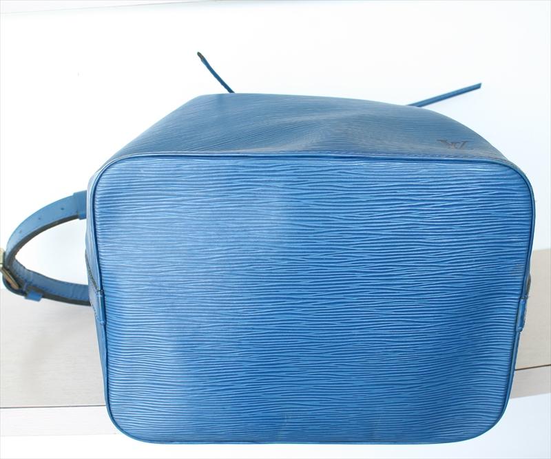 LOUIS VUITTON PETIT NOE Epi Blue