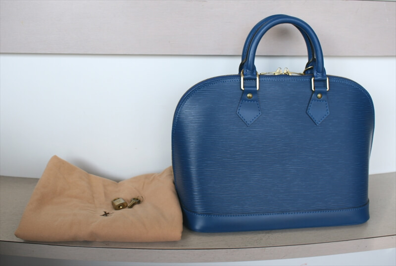 LOUIS VUITTON ALMA Epi Blue Handbag